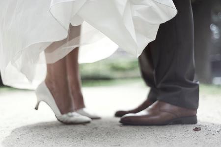 Vanaf vandaag - Een foto van een bruiloftshoot die ik onlangs gedaan heb. Ik ben aardig tevreden over de resultaten. Dit is een van mijn favorieten :) - foto door mycreativity op 15-09-2011 - deze foto bevat: kleur, nikon, detail, schoenen, compositie, huwelijk, bruid, bruiloft, scherptediepte, danielle, dof, scherpte, onscherpte, bruidegom, nikkor, close-up, d700, van eerden, 50mm 1.8