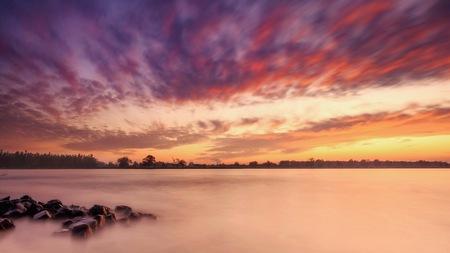 November sunset - Gisteravond weer eens met mijn nieuwe speeltje (big stopper) in de weer geweest.... En als je dan op zo den mooie wolkenpartij getrakteerd wordt - foto door marielledevalk op 25-11-2019 - deze foto bevat: lucht, wolken, water, natuur, licht, herfst, avond, zonsondergang, landschap, nikon, rivier, najaar, wolkenpartij, merwede, seizoen, lange sluitertijd, Big Stopper, z6