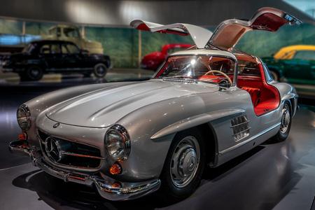 Mercede-Benz Beauty - Prachtig museum met pareltjes van auto's...... - foto door Wilcrooymans op 13-05-2020 - deze foto bevat: auto, museum, benz, mercedes
