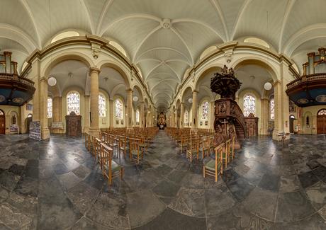 Eglise Saints Pierre et Paul in Boullion, Belgie