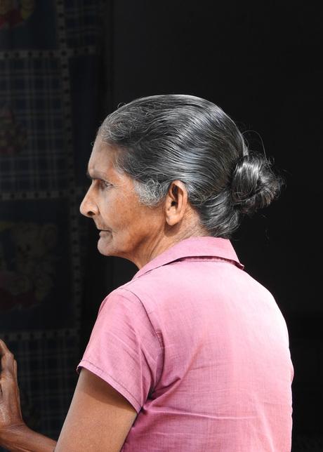 oudere dame in profiel