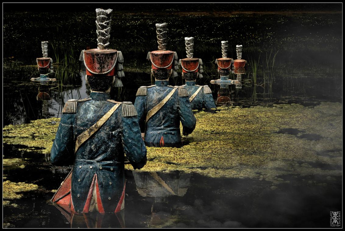 In the Line of Fire - In the Line of Fire  Tijdens de Slag bij Waterloo liep men in ordelijke rijen recht op de vijand af, de dood tegemoet.  Sony A6000 met SEL18200 - - foto door TommyDijkwel op 27-05-2016 - deze foto bevat: straatfotografie, napoleon, nieuwkuijk, slag bij waterloo, land van ooit