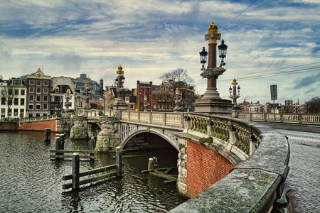 Blauwbrug - Amsterdam - Blauwbrug - Amsterdam - foto door pauldv op 05-03-2021 - deze foto bevat: oud, amsterdam, architectuur, kunst, blauwbrug