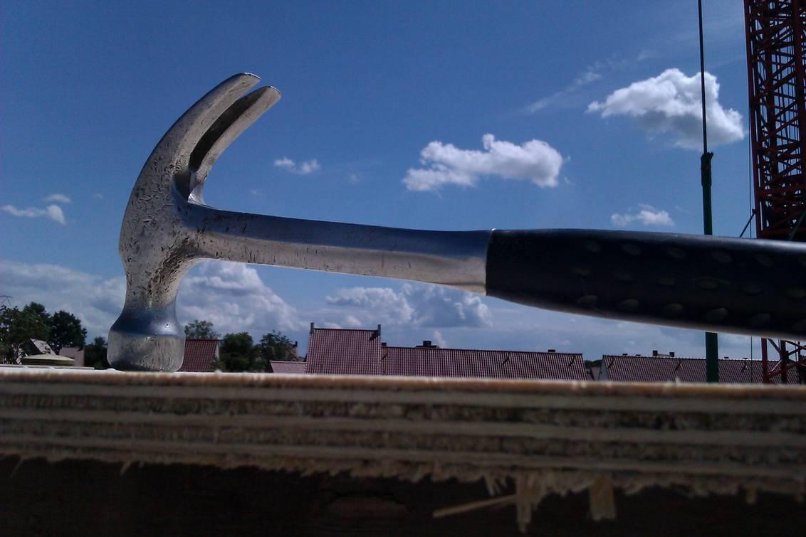 hammer time - hamer in de lucht - foto door jupke72 op 07-09-2011 - deze foto bevat: bouw, hamer