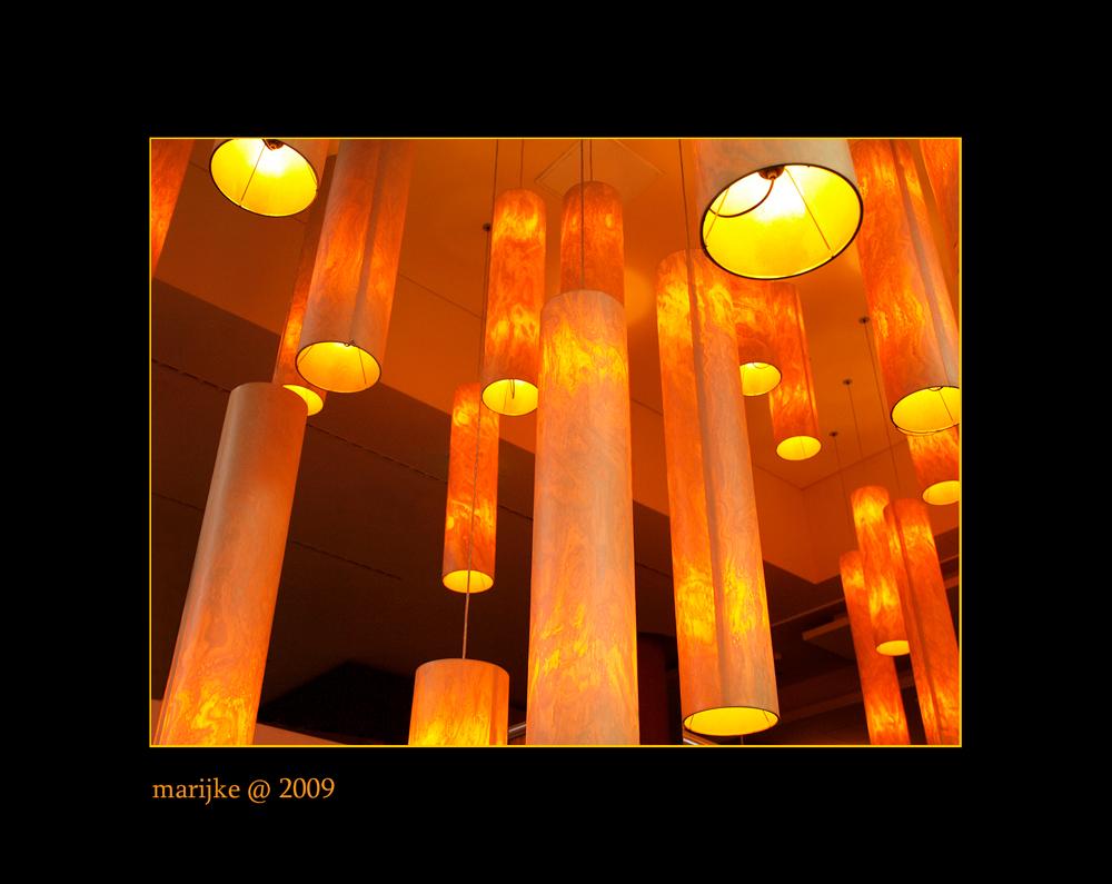 licht - Deze foto heb ik gemaakt in restaurant Alex bij het Sony Center op de Potsdamer Platz in Berlijn. Ik kon m'n ogen er niet van af houden... - foto door ekeren op 10-04-2009 - deze foto bevat: verlichting, design