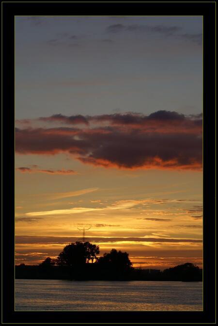 Nieuwe Merwede - Bedankt voor de reacties op mijn vorige foto's! - foto door Jan_koppelaar op 26-07-2007 - deze foto bevat: zonsondergang, weerspiegeling, zonneschijn, merwede, jan