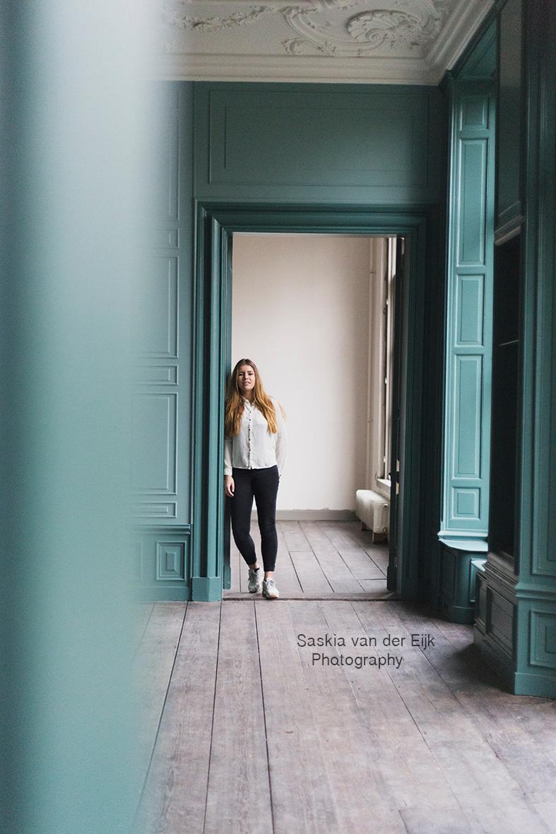 Villa Der Boede - Villa Der Boede, Koudkerke. - foto door saskiavdeijk op 15-12-2015 - deze foto bevat: vrouw, groen, licht, villa, canon, muur, landhuis, amber, schilderijen, koudekerke, der boede