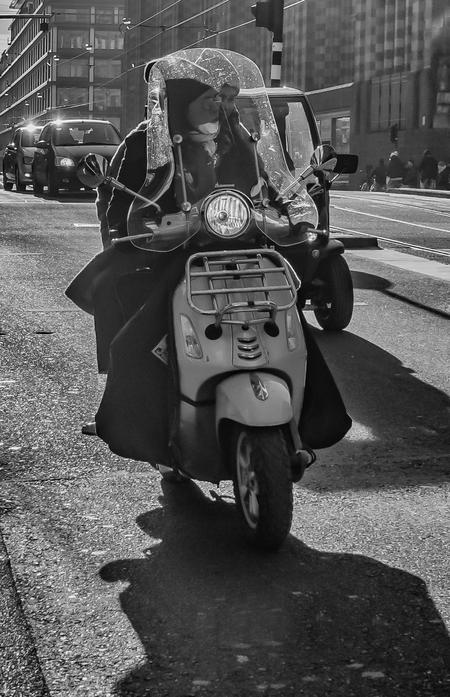 On the road.... :-) - Deze foto heb ik gemaakt tijdens de workshop straatfotografie van Zoom en Olympus, waarin we met straatfotograaf Fokko Muller op pad gingen. Een leer - foto door Taswor op 25-01-2019 - deze foto bevat: amsterdam, straatfotografie