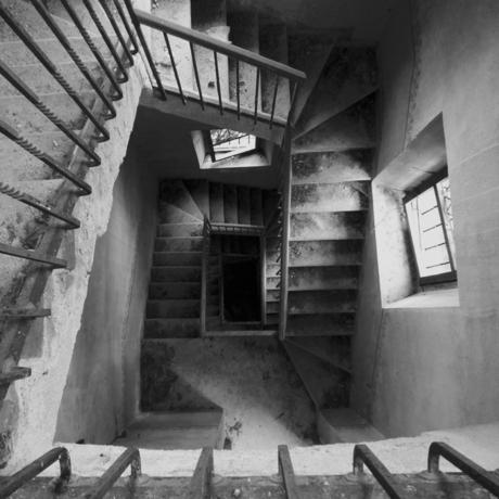trap naar de duistere kerkers