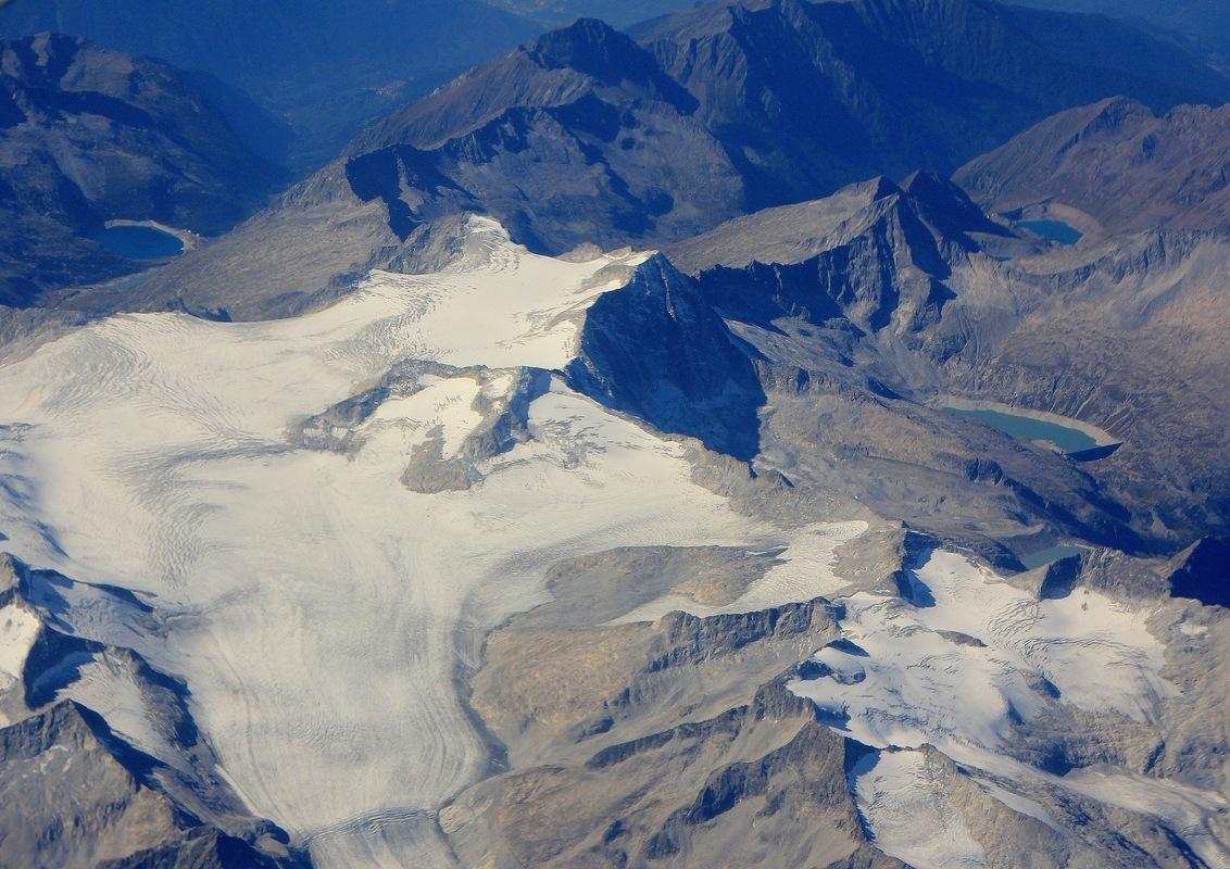 Gletsjer in de Alpen - Gletsjer en bergmeer in de Alpen. - foto door Derine op 22-09-2012 - deze foto bevat: vliegtuig, gletsjer, alpen