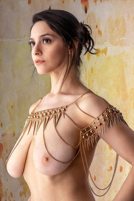 Charismatic Pris - Pris Mundar - foto door jhslotboom op 18-02-2021 - deze foto bevat: vrouw, portret, beauty, nude, naakt, schoonheid, sieraad, brunette