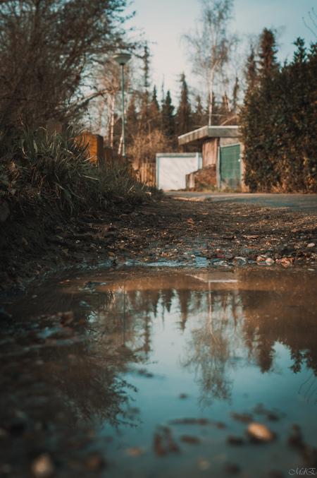 De Plas - - - foto door MdE Fotografie op 04-03-2021 - deze foto bevat: straat, water, licht, avond, markt, spiegeling, schaduw, stad, graffiti, huis, straatfotografie