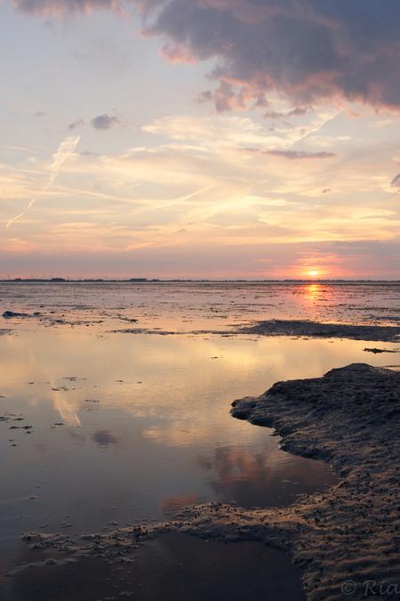 Zeeuws luminisme - Zeeuws luminisme  'Lumen' is Latijns voor 'licht'.  Luminisme is het weergeven van sfeer met een sterk accent  op de weergave van het licht, licht - foto door nostalgrietje op 26-07-2013 - deze foto bevat: zon, zee, water, zonsondergang, landschap, zeeland