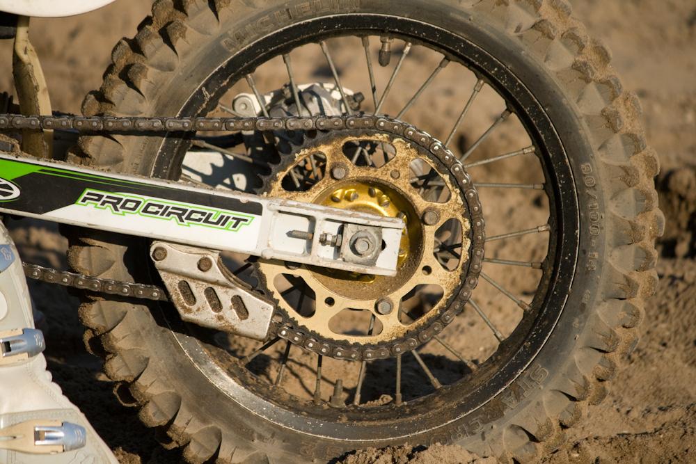 motorcross - een crossmotor - foto door brushless op 01-11-2011 - deze foto bevat: wiel, ketting, zand, motorcross, motor, crossmotor