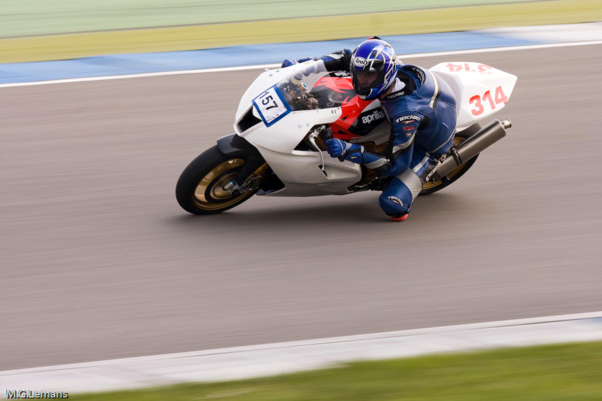 157 Aprilia - Startnr.157 tijdens DUCATI CLUB RACES te Assen - foto door mlemans op 07-05-2009 - deze foto bevat: ducati, club, assen, races, aprilia, mlemans