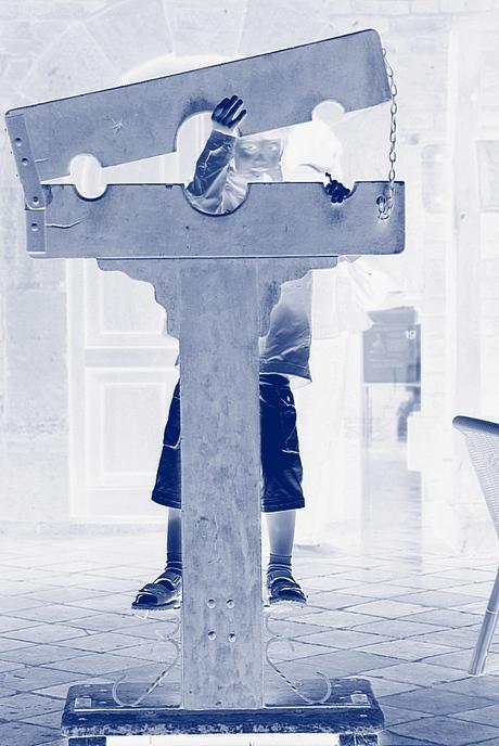 Kasteel Hoensbroek -3 : schandpaal