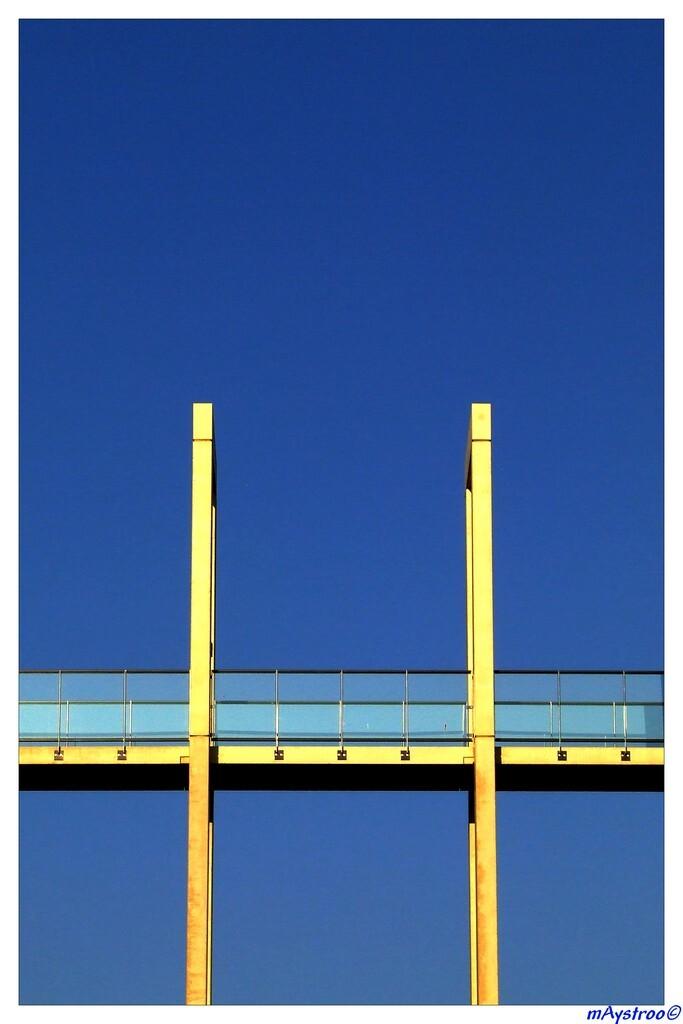 Architectuur 73 - - - foto door maystroo op 04-02-2009 - deze foto bevat: architectuur, loopbrug, goes, glaswerk, maystroo, loopbrugfoto