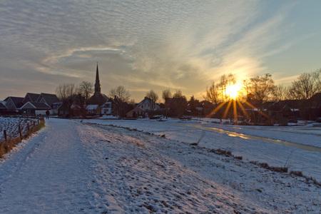 Avondschemer Ilpendam - Nog even een laatste foto voordat ik het ijs verliet na een prachtige winterdag! - foto door Maragmar op 16-02-2012 - deze foto bevat: sneeuw, winter, zonsondergang, ijs, pad, dorp, stilte, bevroren, vaart, ilpendam, avondschemer