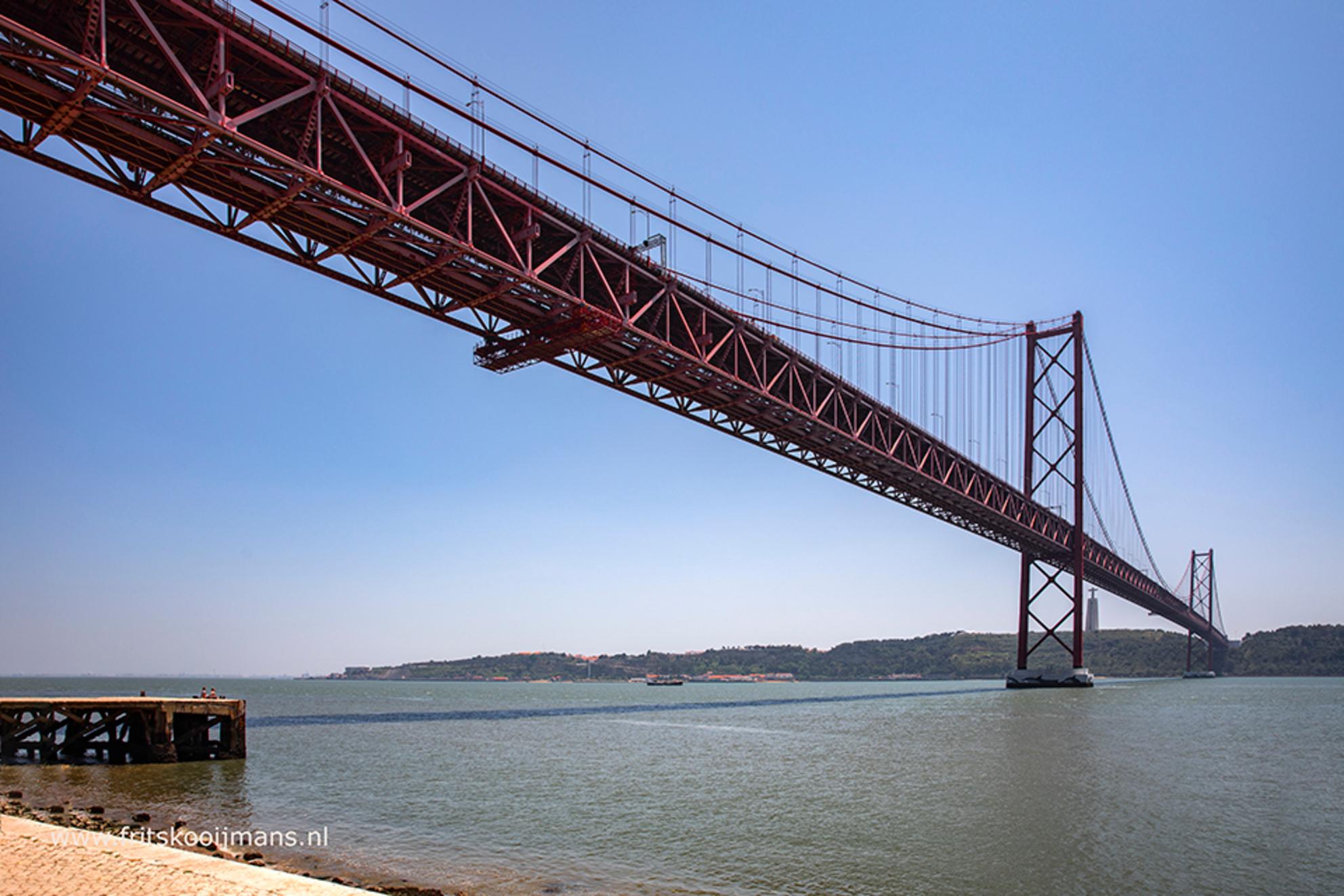 Brug over de Taag - 20180619 1059 Brug over de Taag - foto door fritskooijmans op 07-10-2018 - deze foto bevat: lucht, water, landschap, brug, portugal, taag