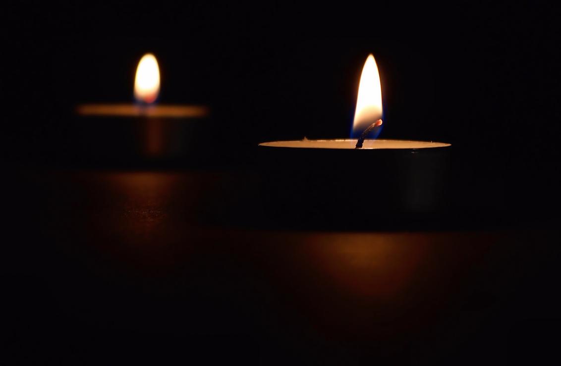 ...stilte... - ....de rust van het turen in het vlammetje..... - foto door Foto60 op 07-03-2021 - deze foto bevat: licht, bewerkt, bewerking, contrast, tonemapping, paint shop pro