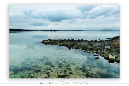 Veerse meer - Ik hoopte op een kleurrijke zonsopkomst, in plaats daarvan kreeg ik dit prachtige koele kleurenpallet. De kleuren lopen van geel, via groen naar blau - foto door in2picturesnature op 12-01-2021 - deze foto bevat: groen, lucht, wolken, blauw, onderwater, water, natuur, licht, spiegeling, landschap, zonsopkomst, meer, haven, pier, polarisatiefilter, helder