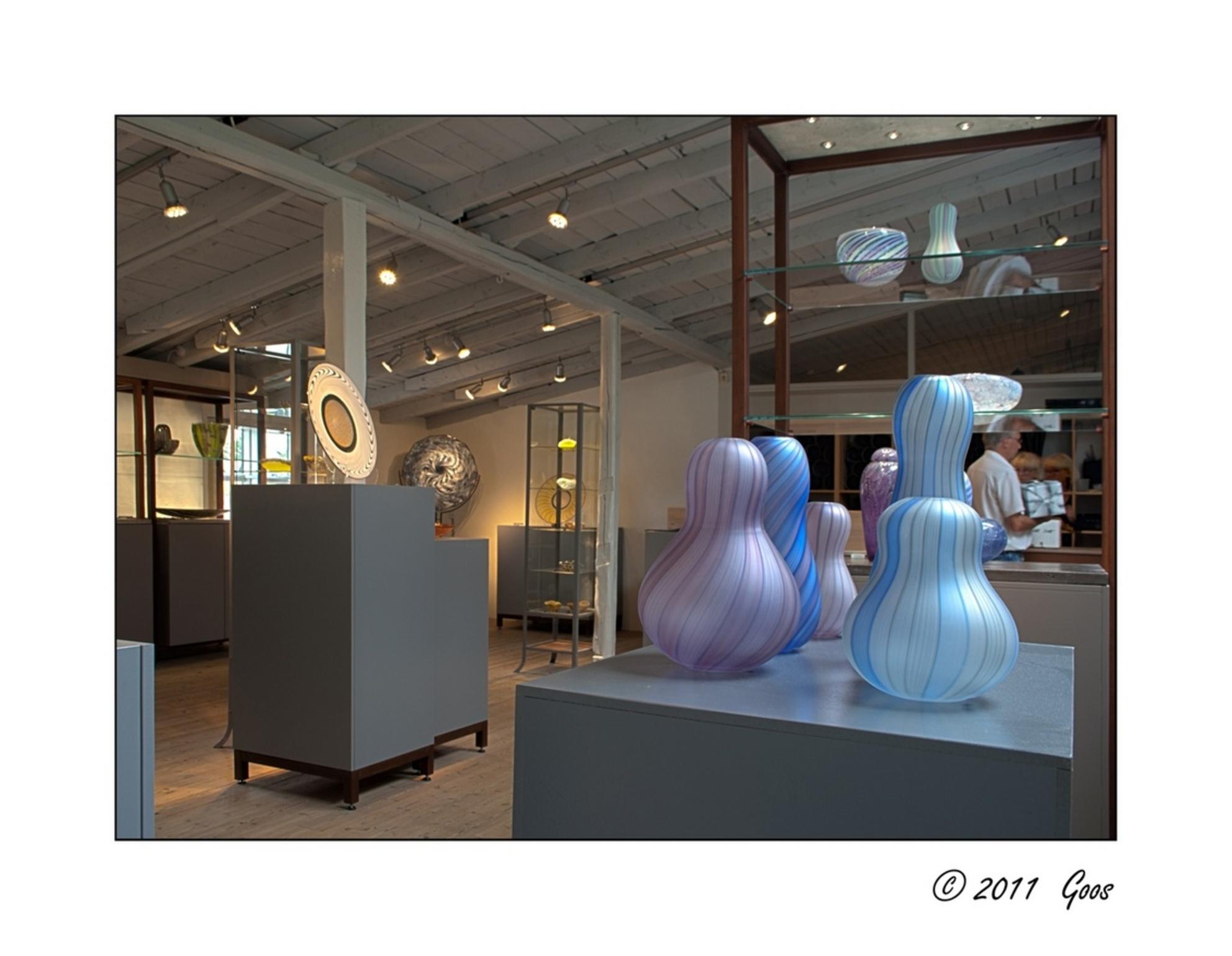 Glasblazerij 5 - Naast de glasblazerij was er ook een tentoonstellingsruimte annex winkel.  Dit is een HDR-opname. - foto door goosveenendaal op 29-01-2012 - deze foto bevat: glasblazerij