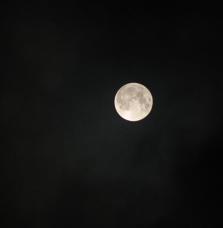 de maan niet verduisterd