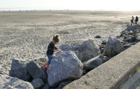 meisje maakt rotstekening