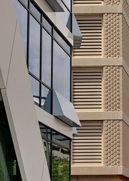Zuidas Amsterdam. - Met mede-zoomer, Henk Siteur, een dagje Zuidas Amsterdam gedaan. Leuk om je gezamenlijke hobby te delen en van elkaar te leren hoe je de dingen ziet. - foto door oudmaijer op 17-09-2019 - deze foto bevat: amsterdam, lijnen, architectuur, gebouw, stad, skyline, zuidas