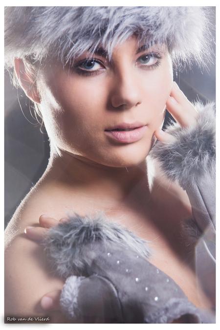 Hot winter ! - Studio foto met Suzanne Visagie: Orpnoroloc - foto door rvlierd op 03-11-2012 - deze foto bevat: soft, winter, portret, glamour, suzanne, vlierd