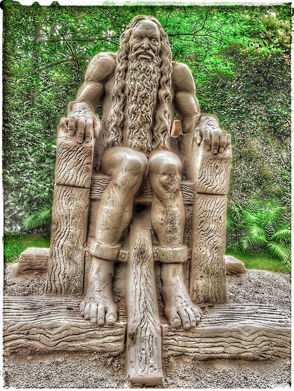 huttenkloas - Zandsculptuur in Diepeheim bij kasteel Warmelo. - foto door Rosina op 28-06-2015 - deze foto bevat: structuur, portret, bewerkt, bewerking, sfeer, fisheye, sepia, contrast, textuur, bewerkingsopdracht, bewerkingsuitdaging