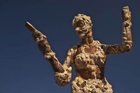Zwingodin - Een regionale kunstenares maakte dit beeld van schelpen. Staat geplaatst bij strandtent De Zeemeeuw in de slufter Het Zwin (Cadzand, bij Knokke).   - foto door mdl50 op 23-10-2011 - deze foto bevat: zeemeeuw, beeld, knokke, zwin, retranchement, Zwingodin, Cdzand