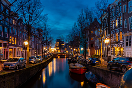 Blauwburgwal Amsterdam - Blauwburgwal net na zonsondergang - foto door Remy2407 op 21-02-2021 - deze foto bevat: amsterdam, water, winter, avond, zonsondergang, architectuur, kanaal, gracht, blauwe uur, blue hour