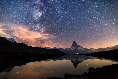 Melkweg met de Matterhorn
