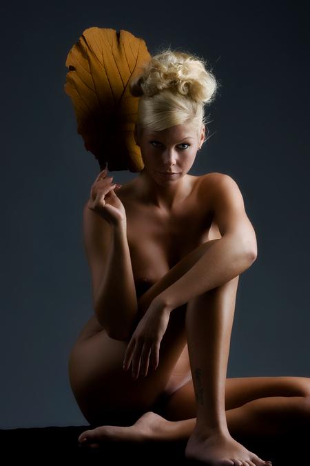 xxxxxxxxxxxxxxxxx - xxxxxxxxxxxxx - foto door boldy_zoom op 24-10-2008 - deze foto bevat: donker, handen, erotiek, mooi, naakt, jong, schoonheid, blond, nagels, lichaam, borsten, bloot, tepel, sexy, verlangen, onschuld