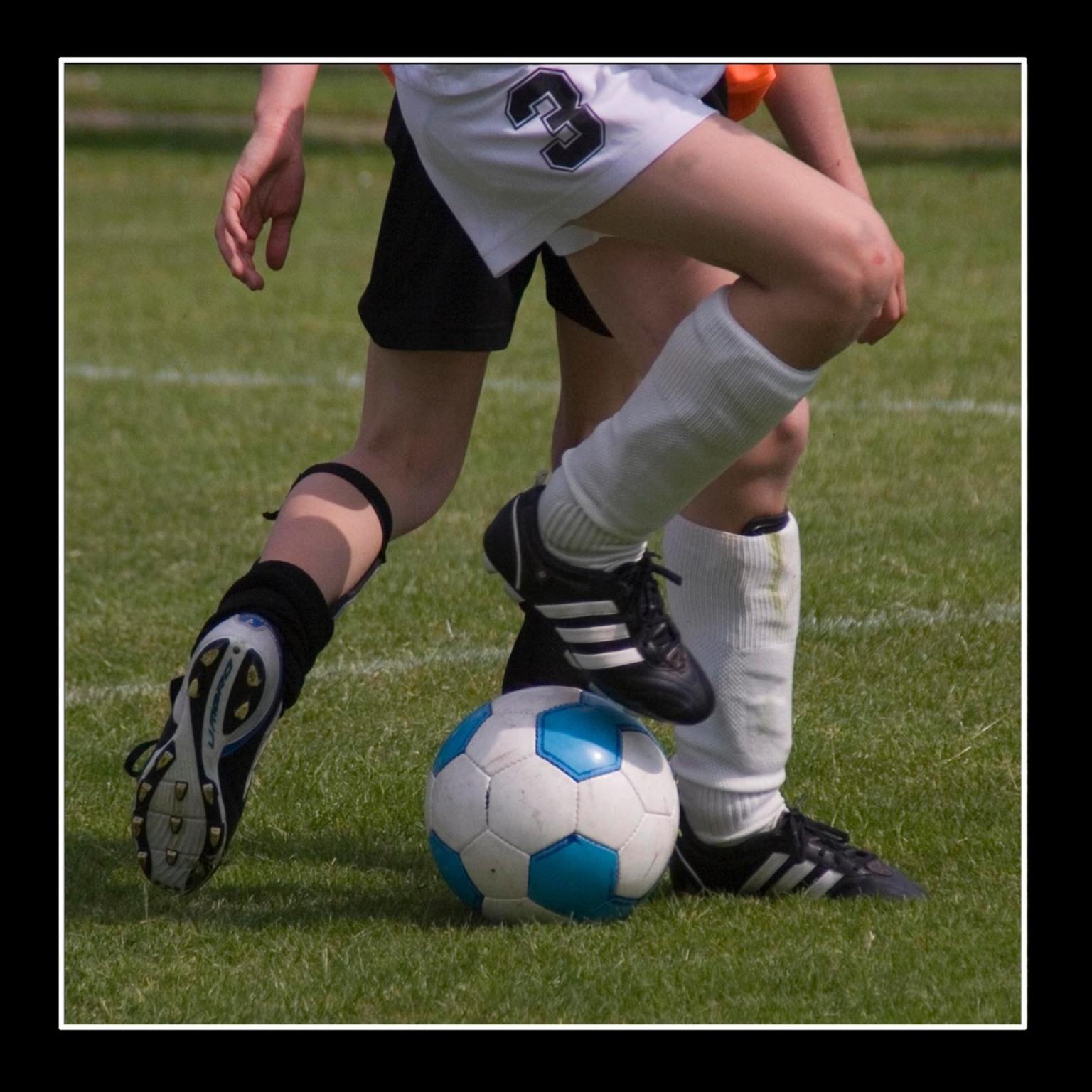 Vechten om de bal - Voetbaltoernooi E-jeugd - foto door rietgb op 04-06-2008 - deze foto bevat: voetbal, actie, jeugd