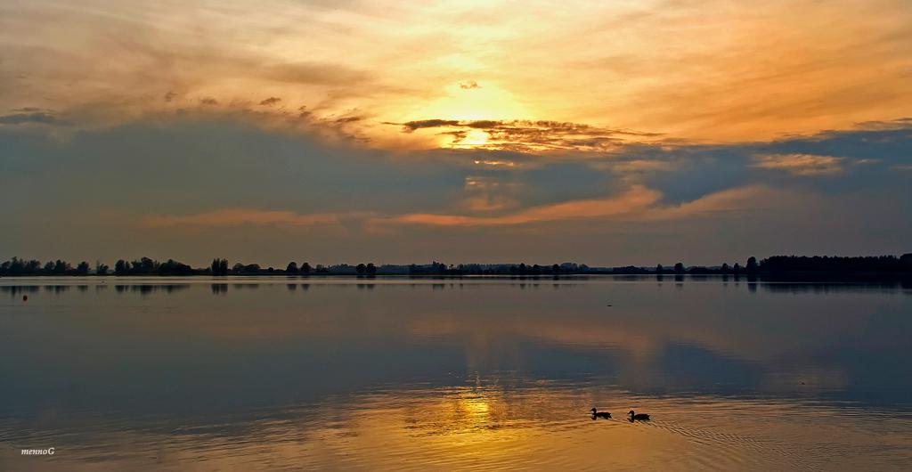 Avondsfeer - Dit weekend even geen Zoom, de fanmail gaat morgen uit...  Deze foto is genomen aan de Noord AA, Zoetermeer.  Bedankt voor jullie fijne reacties  - foto door mennog_zoom op 30-06-2011 - deze foto bevat: zonsondergang, noord aa, mennoG