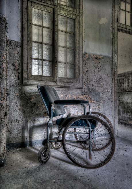 rolstoel met noodverband