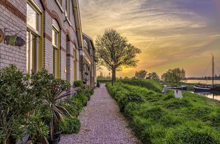 Sundown @rijkswal Woudrichem - HDR foto van een stukje van de rijkswal in Woudrichem. - foto door dennisart_zoom op 30-06-2014 - deze foto bevat: bloem, licht, structuur, bewerkt, landschap, bewerking, nostalgie, sfeer, contrast, photoshop, hdr, creatief, lightroom