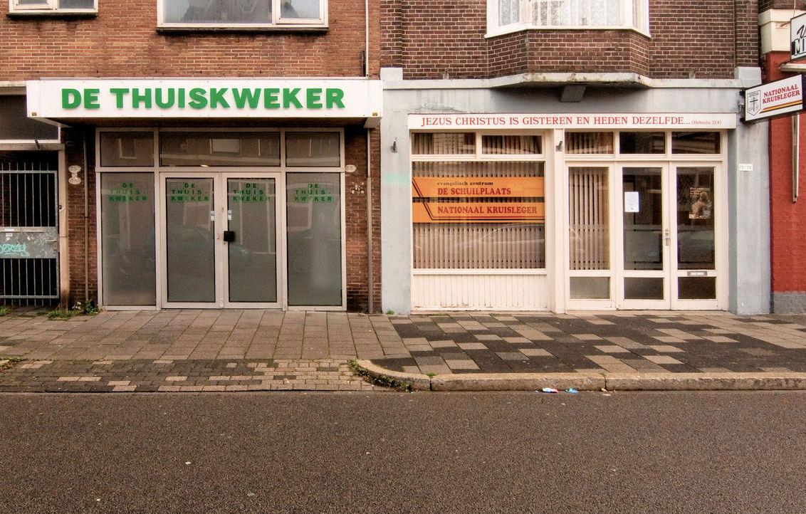 Verbroedering - Een wandeling in Groningen leverde dit hilarische tafereel op. Vond het zelf uitermate komisch. - foto door Sugarboy op 22-09-2010 - deze foto bevat: geloof, wiet, verbroedering