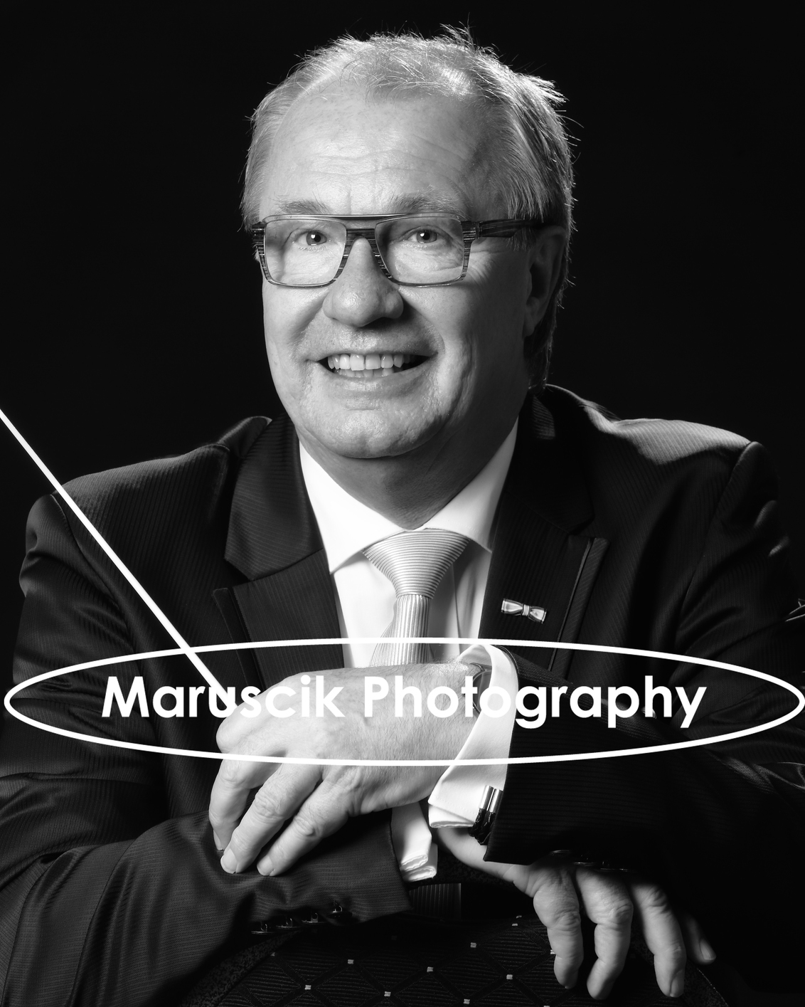 portret ZW - Gemaakt voor muzkanten portofolio - foto door MichaelJohn op 28-06-2017 - deze foto bevat: man, donker, portret, zwartwit, fotoshoot, maruscik