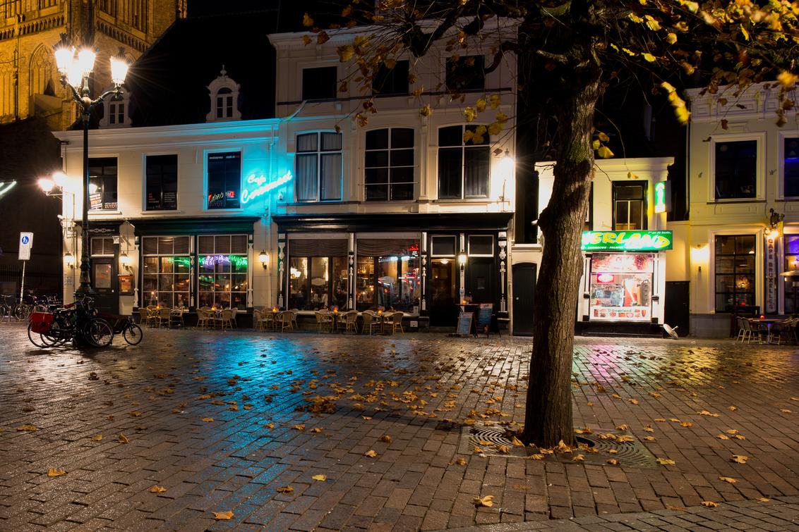 Havermarkt Breda 1 - De nog geen 2 minuten durende motregen was een cadeautje uit de hemel. groetjes Detty - foto door dettyverbon op 28-11-2014 - deze foto bevat: avond, breda, Havermarkt