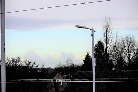 wolken pracht - wolken pracht vanuit  het station  laat op een donkere ochtend. - foto door 1Herdershond op 25-12-2020 - deze foto bevat: station, lucht, wolken, natuur, winter, tegenlicht, straatfotografie