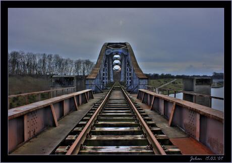 Oude spoorwegbrug