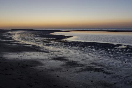 rust - daar wordt je rustig van - foto door gledder400 op 28-02-2021 - deze foto bevat: zon, strand, zee, water, avond, zonsondergang, landschap, zand, lange sluitertijd