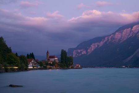 Brienz - - - foto door paulcelus op 30-09-2019 - deze foto bevat: lucht, water, panorama, natuur, licht, avond, zonsondergang, landschap, kerk, bergen, meer, lange sluitertijd