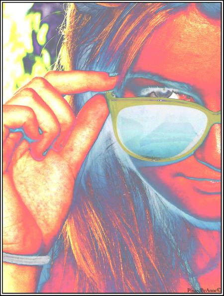 J. - J. - foto door Anne_Timmermans op 20-07-2010 - deze foto bevat: bewerkt, meisje, zonnebril