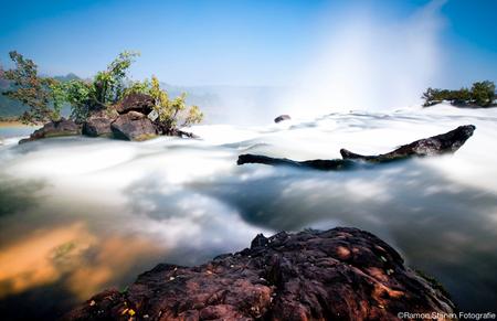 Victoria Falls - Boven op de Victoria Falls in Zambia, Afrika - foto door eyefocus-76 op 21-06-2012 - deze foto bevat: reizen, waterval, afrika, zambia, watervallen, falls, victoria