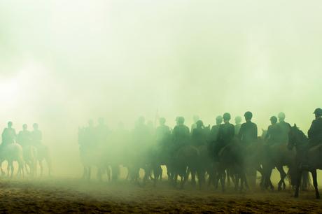 Paarden door de rook 2