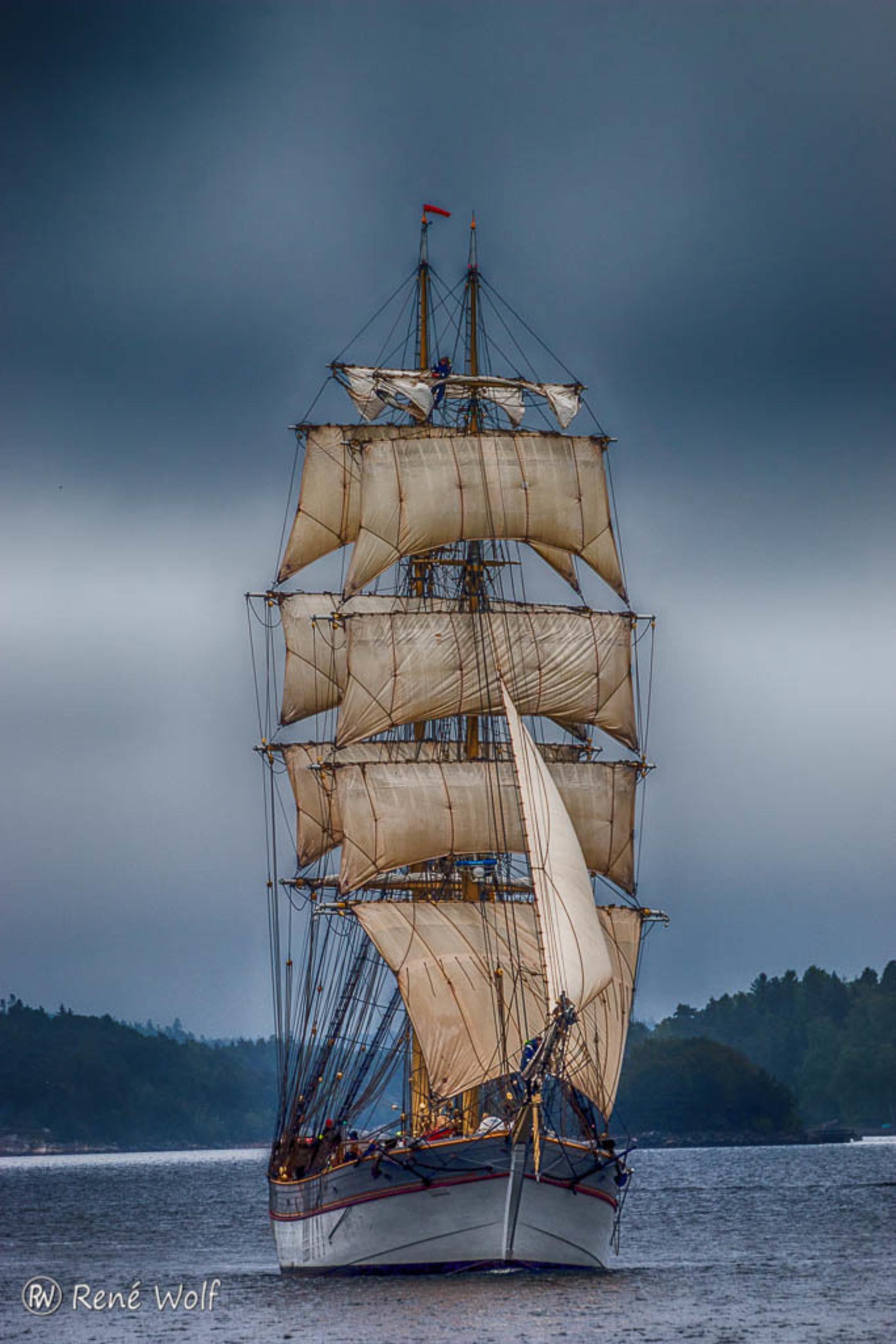 Sailing - Varen door de archipel bij Stockholm - foto door renewolf_zoom op 09-07-2016 - deze foto bevat: lucht, water, boot, vakantie, zeilboot, reizen, landschap, zeilen, zweden, stockholm, hdr, varen, reisfotografie, europa - Deze foto mag gebruikt worden in een Zoom.nl publicatie